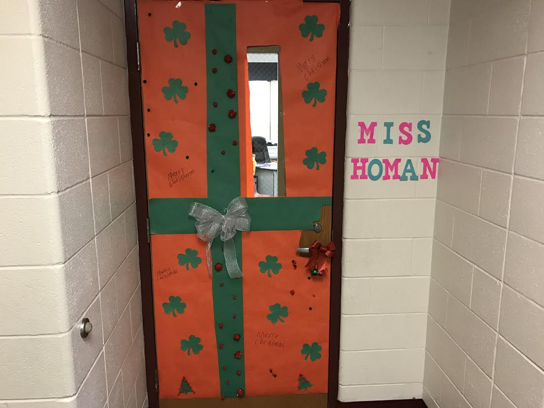 PTO Student Council Christmas Door Decorations 12