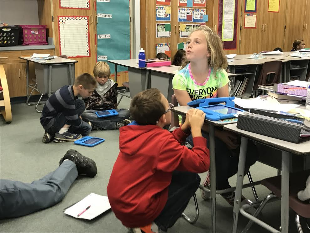 Students Collaborating With IPads